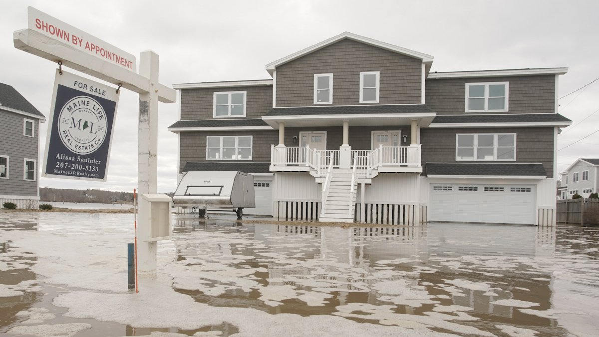 Homes in Floodplains Overvalued by Nearly $44 Billion, Study Says